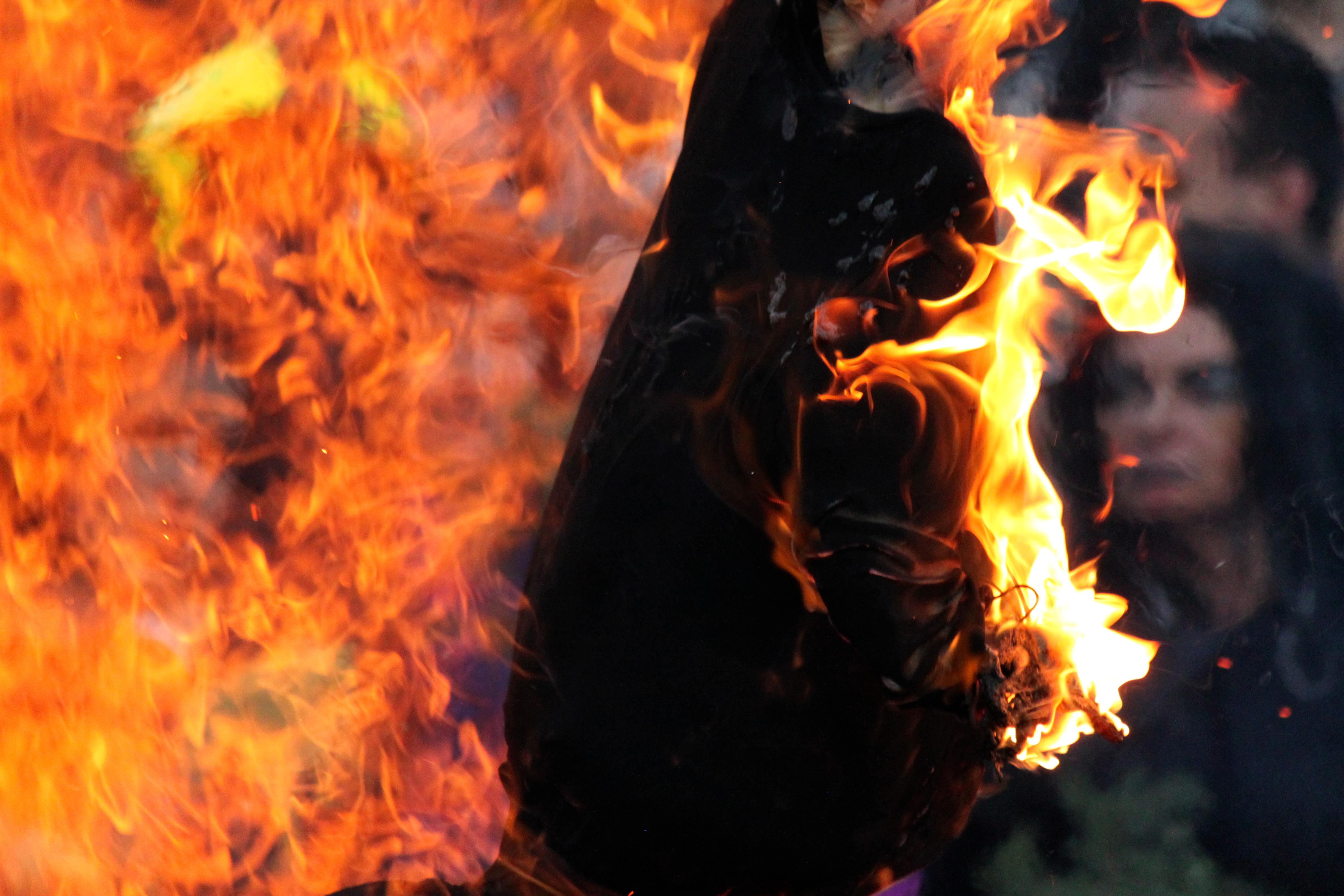 Картинки сжигали ведьм